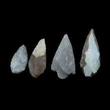 a-collection-of-ten-10-chert-stone-arrow-heads-vakhsh-culture_x6710c