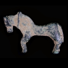 A lovely bronze horse figurine with flat body