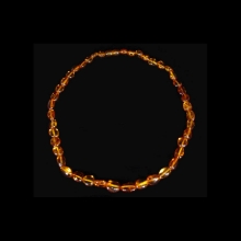 baltic-region-amber-bead-necklace-some-beads-with-microscopic-inclusions_x7515a