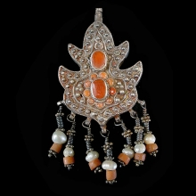 silver-pendant-earrings-with-carnelian-inlay-and-pearl-beads_x5634c
