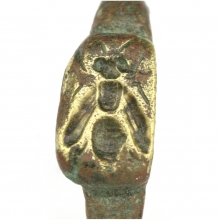Roman Egyptian bronze ring the bezel engraved with a bee