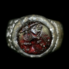 Roman silver ring with garnet bezel depicting a Soldier