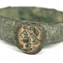Roman bronze ring the bezel engraved with a female bust