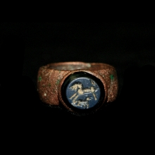 Roman copper ring the stone bezel engraved with two horses