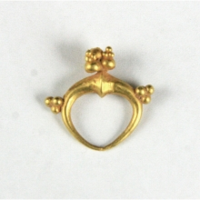 A single Roman gold earring